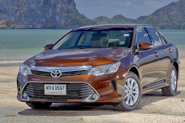 Toyota Camry Vietnam July 2015