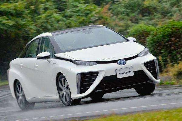 Toyota Mirai Japan July 2015. Picture courtesy gensun.org