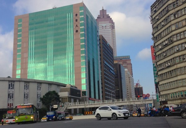 10. Luxgen U6 Turbo Taipei