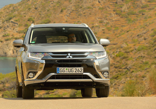 Mitsubishi Outlander PHEV Norway October 2015