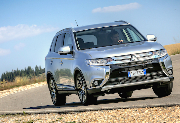Mitsubishi Outlander Norway November 2015