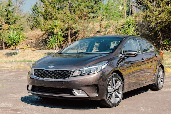 Kia Forte Mexico June 2016. Picture courtesy autocosmos.com