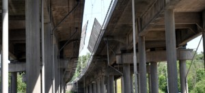 Under broarna