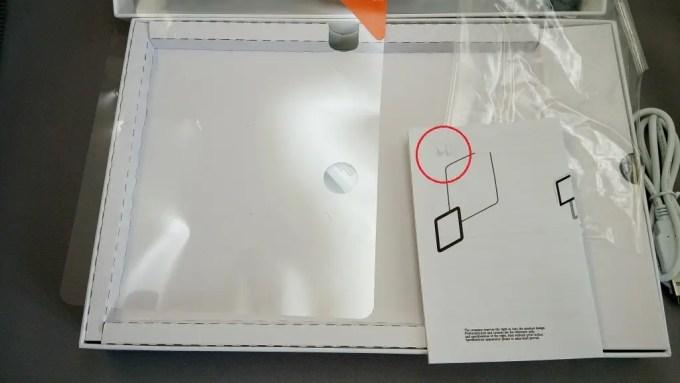 裏の保護テープがひっついて説明書が少し剥がれました