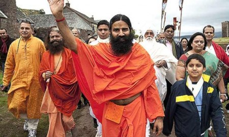 Baba Ramdev with his followers (Courtesy: Deccan Chronicle)