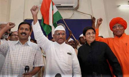 From left to right: RTI campaigner Arvind Kejriwal, Anna Hazare, ex-IPS Kiran Bedi and Swami Agnivesh