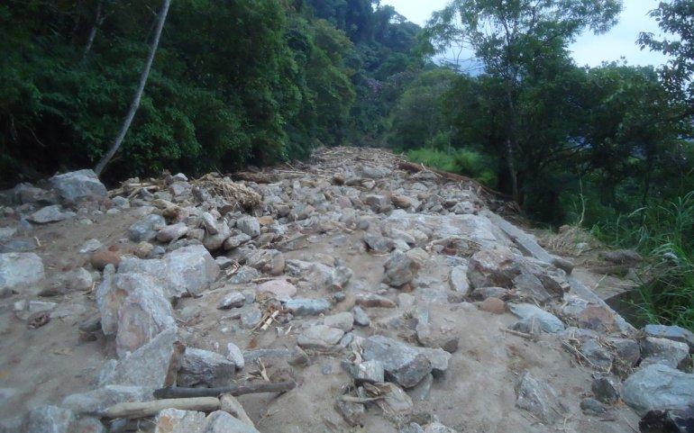 Estrada da Manutenção em 2013, depois de uma série de deslizamentos