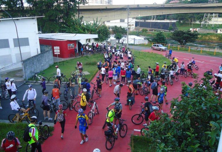 Dia do Desafio do 1º DBM em 2012, cerca de 150 ciclistas