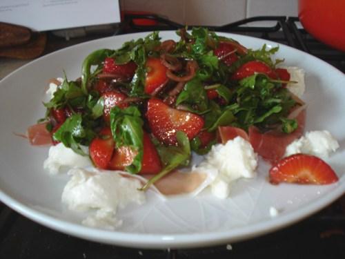strawberry rocket salad with prosciutto and mozzarella