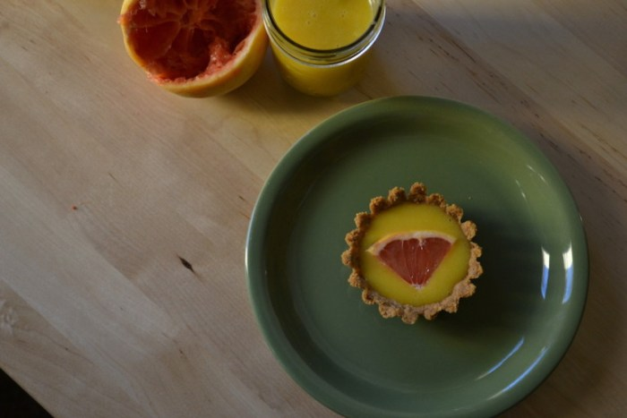 A sunny grapefruit tart for a winters day. Full recipe on BigTasteTinySpace.com