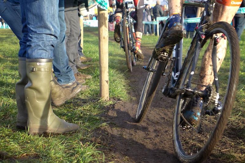 Difficle de voir les coureurs de plus près que sur un cyclocross.