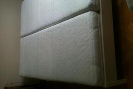 weisses doppelbett schlafzimmer foto bild 84687140