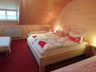 Doppelzimmer mit zwei Einzelbetten 1m x 2m