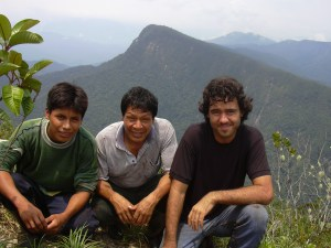 Near the slops of the Andes collecting Pagamea thyrsiflora, the only highland species of the Guiana Shield to reach the Andean region. The author (right) with Ricardo Apanú and his son on the top of the Cerro Tayu-Mujaji, Amazonas, Peru. (Photo: Eric F. R. Rodriguez).
