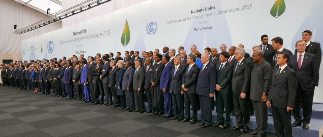 Leaders and other delegates from around the world at 2015 United Nations Climate Change Conference