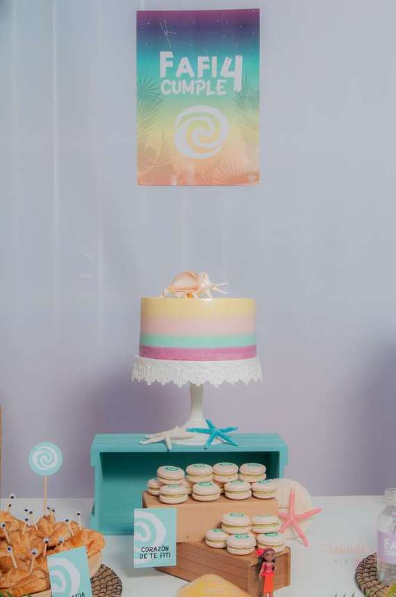 Moana-Tropical-Birthday-Party-Cake-Stand
