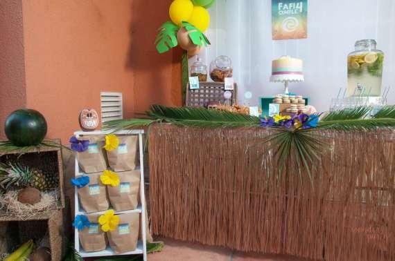 Moana-Tropical-Birthday-Party-Hula-Table