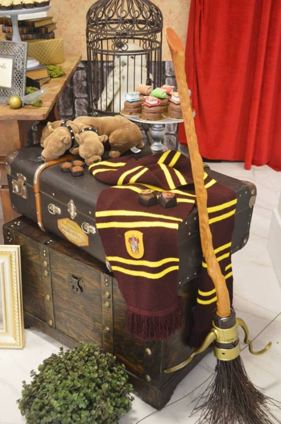 Mystical-Harry-Potter-Birthday-Party-Broom-Decor