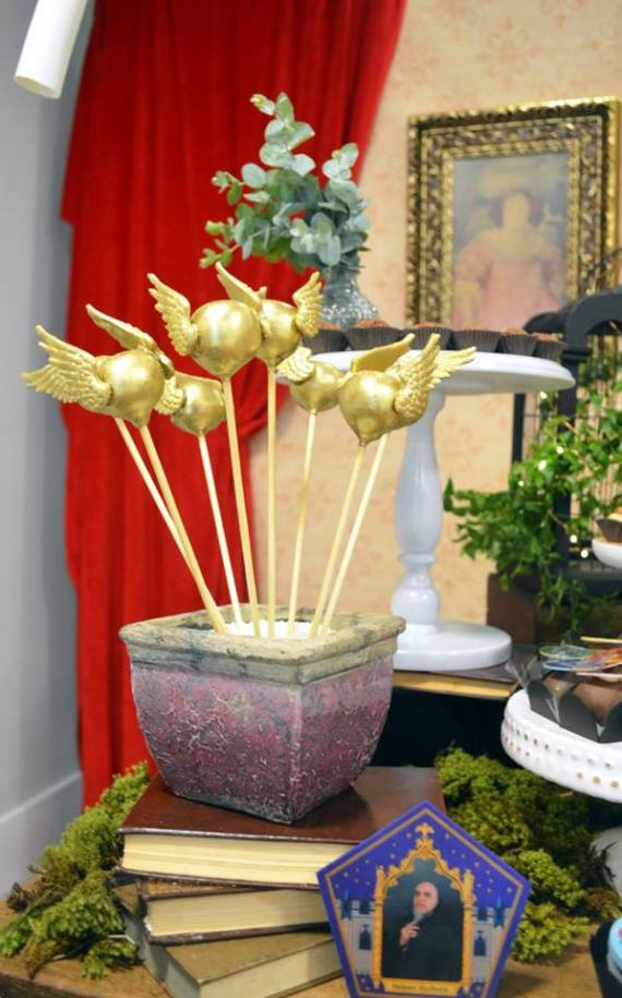 Mystical-Harry-Potter-Birthday-Party-Golden-Cakepops