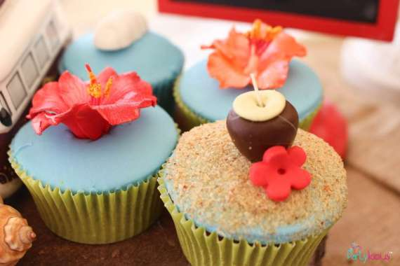 Tropical-Summer-Beach-Party-Coconut-Cupcakes