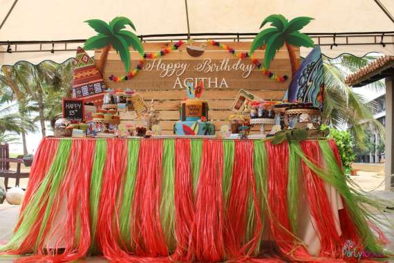 Tropical-Summer-Beach-Party-Desserts-Decor