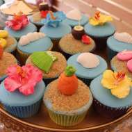 Tropical-Summer-Beach-Party-Floral-Cupcakes