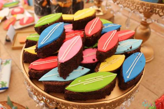 Tropical-Summer-Beach-Party-Surfboard-Brownies