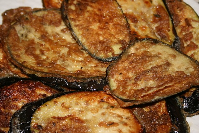 Fried eggplant recipe (torrejas de berenjena)