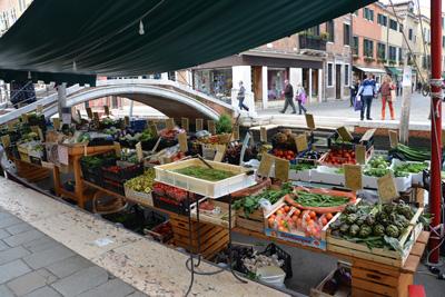 Fruit-and-Vegetable-Barge-Dorsoduro.jpg
