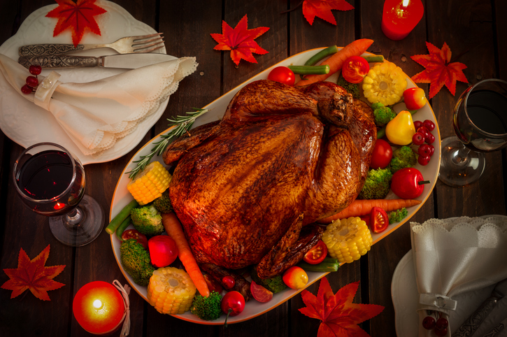 Roast turkey with vegetables and fruits