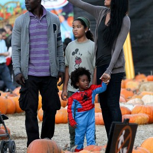kimora-lee-simmons-and-family-at-the-pumpkin-patch-4