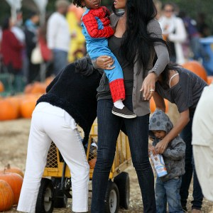 kimora-lee-simmons-and-family-at-the-pumpkin-patch-6