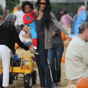 kimora-lee-simmons-and-family-at-the-pumpkin-patch-8