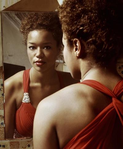 0425Woman-mirror