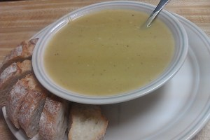 Flavorful and Spicy Vegan Leek and Potato Soup