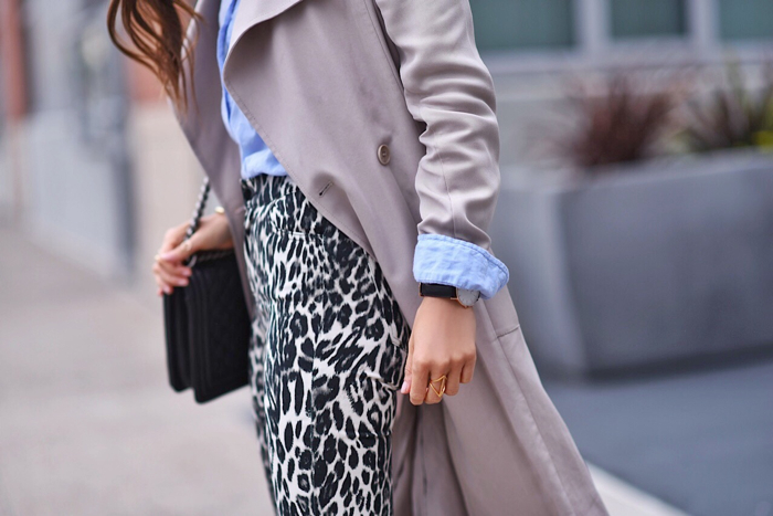 Blank itinerary outfit close up wearing Paola Alberdi wearing 7 for all mankind x Giambattista Valli skinny jeans in leopard with reiss trench coat and forever 21 blue blouse