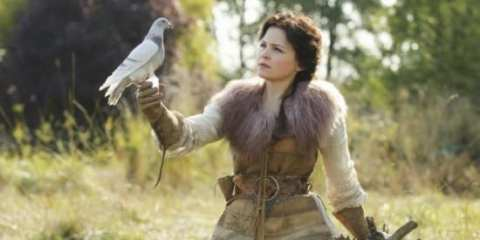 Snow White (Ginnifer Goodwin) looking so cute it hurts, as a dove delivers her a message from her true love