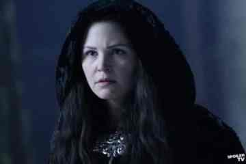 Snow White (Ginnifer Goodwin) gets in touch with the evil within, thirsty for the Evil Queen's blood.