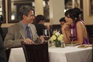Jess (Zooey Deschanel) continues to date the Fancyman, Russell (Dermot Mulroney).