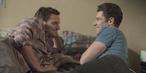 A desperate Nick (Jake Johnson) gets schooled by Schmidt (Max Greenfield) on the art of pillow talk.