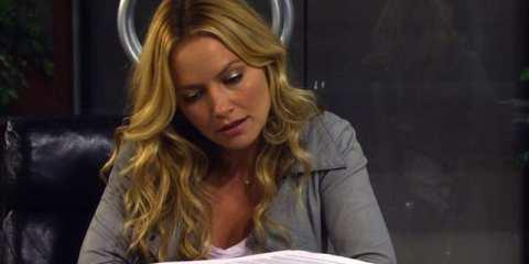 Quinn looks through Barney's demanding pre-nup.