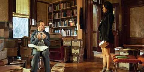 Sherlock (Jonny Lee Miller) and Joan (Lucy Liu) try to look for a new case.