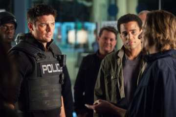 John (Karl Urban) and Dorian (Michael Ealy) assist Rudy (Mackenzie Crook) in infiltrating a drug distribution.