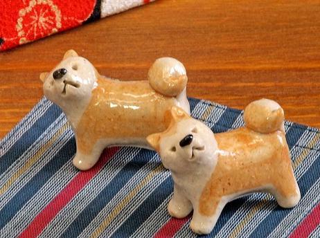 秋田犬の箸置き、プーチン大統領が気に入り持ち帰る