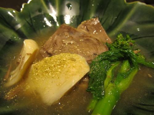 仙台牛トモスネ肉煮込み筍と菜の花を添えて