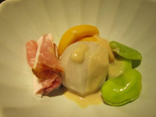 石川小芋のしろ煮、びわ、そら豆の蜜煮、スモーク生ハム