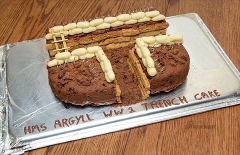 英国海軍が制作した「塹壕風ケーキ」をご覧ください