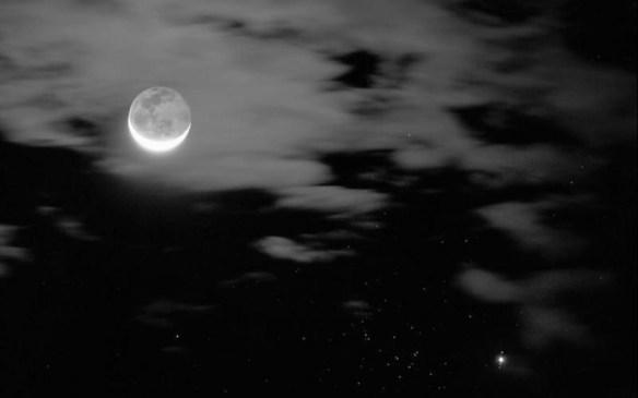 友「なぁ、さっきより月動いてね?」俺「ん?ああもう四時間も経ったからな」友「(;・д・)!?」
