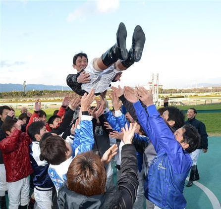 石橋騎手、飯田騎手の引退式
