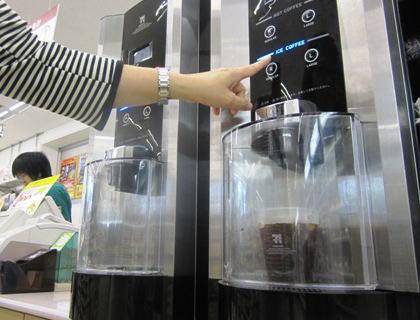 61歳アルバイトの男、コンビニでセルフのアイスコーヒー購入 → アルバイト店員(23)にコーヒーを淹れてくれと頼むが断られ、襟首をつかんで頭突きなどの暴行 - 茨城・土浦